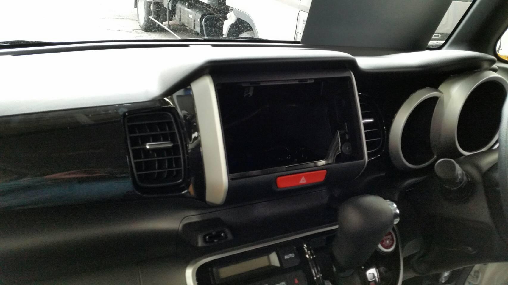 カーナビの取り付け 新車!N-BOXカスタム ブラックED 8インチ