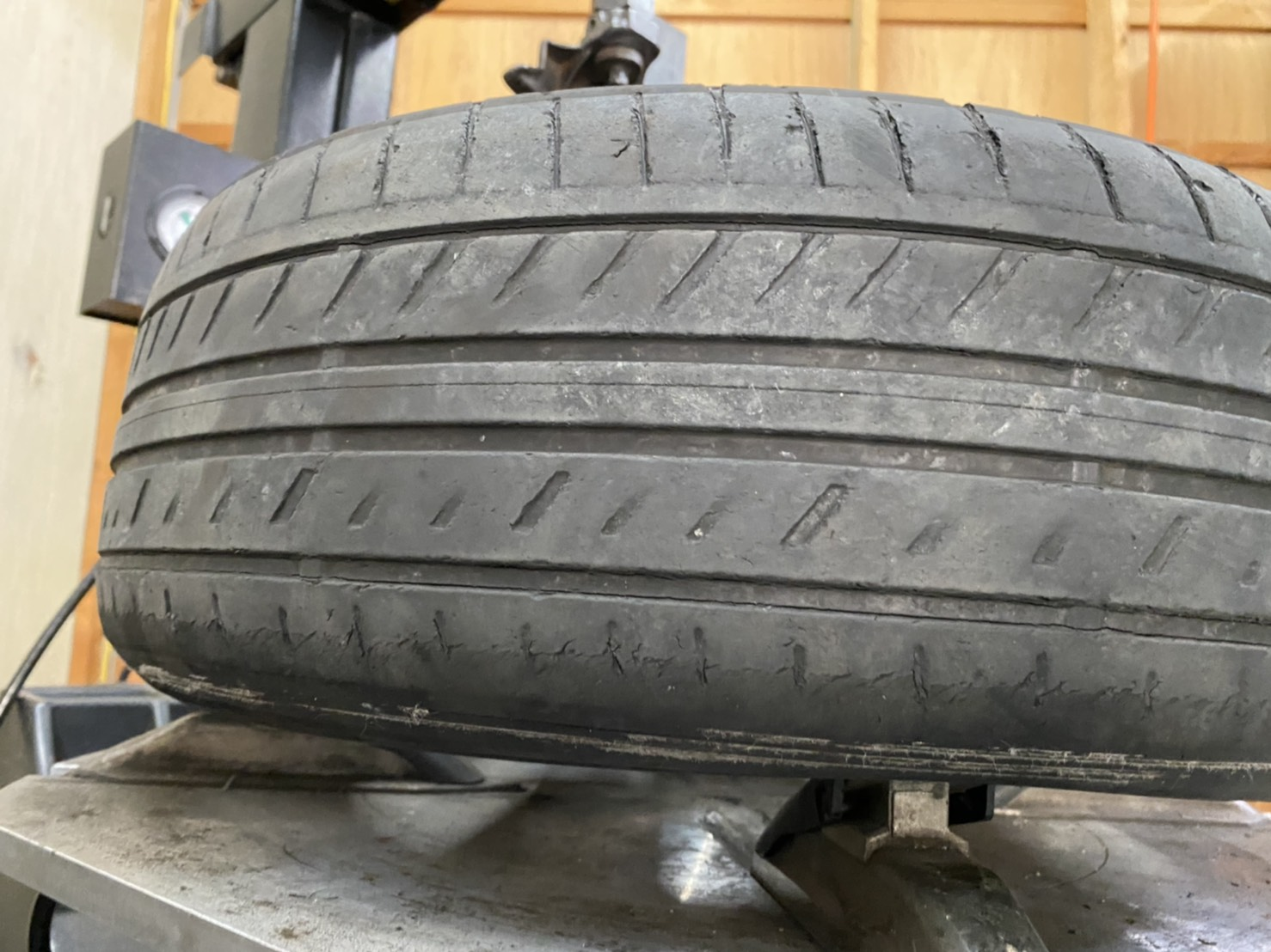 ボルボ 850 セダン タイヤ交換