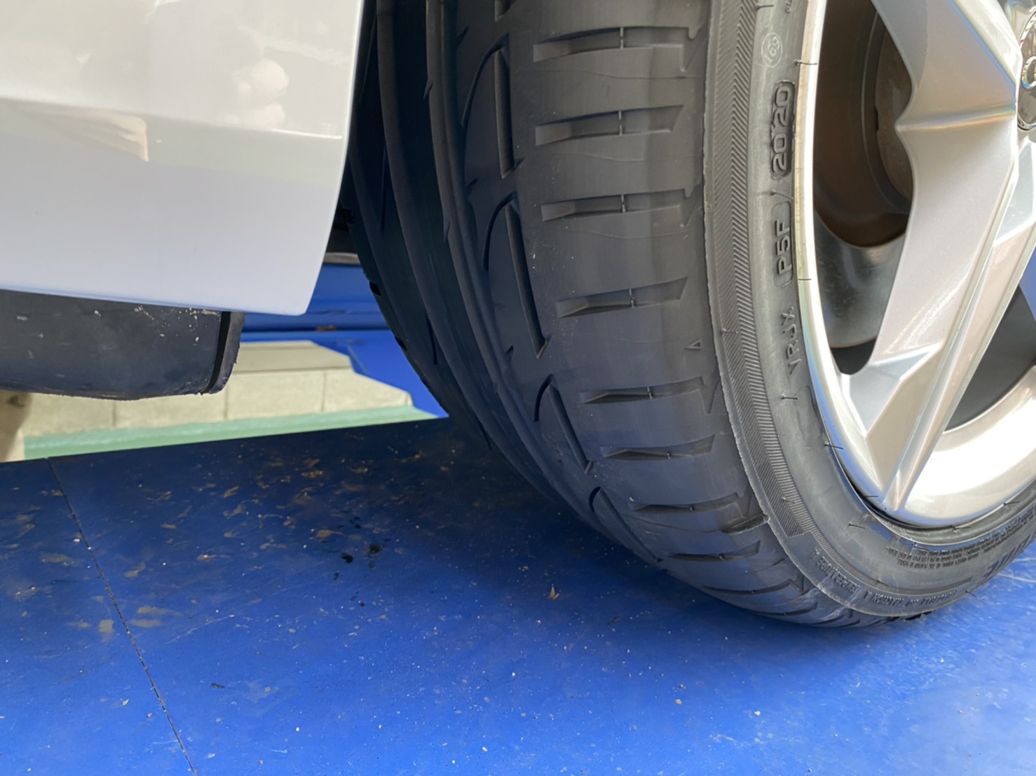 アウディ A4 タイヤ交換 ポテンザ 245/40/18 4本交換