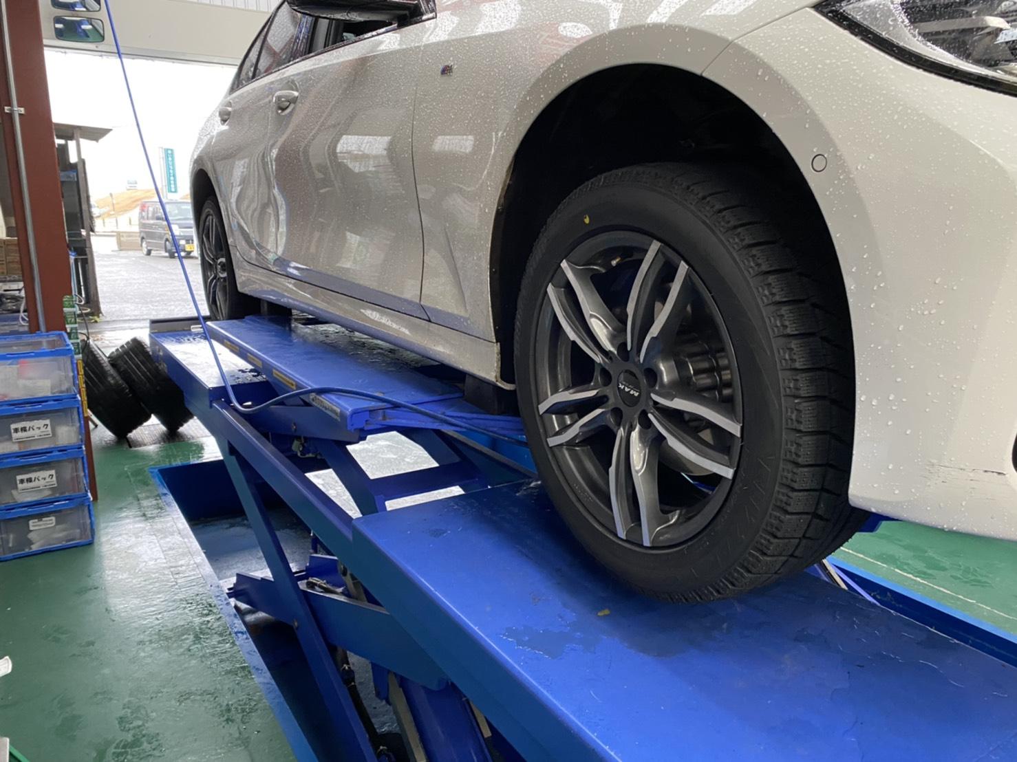 現行 BMW 3シリーズ  スタッドレスタイヤ&ホイル交換 作業時間 20分